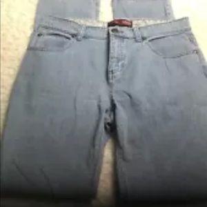 Izod matchstick light blue size 6 jeans